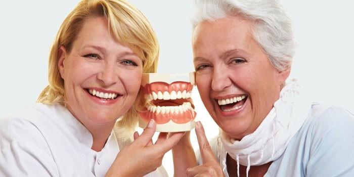 Женщина и стоматолог