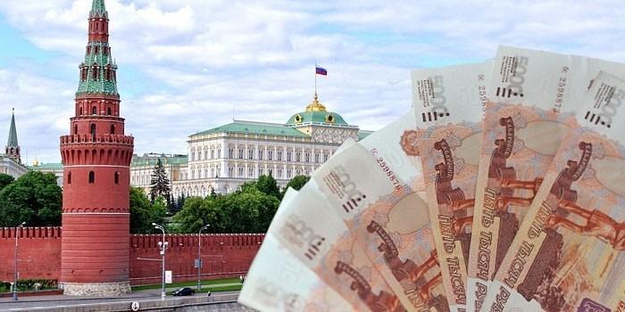 Деньги на фоне Кремля