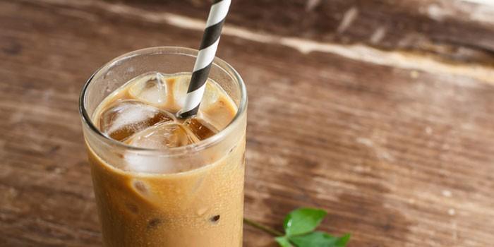 Кофе фраппе с молоком и мороженым