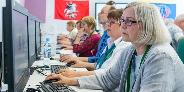 Люди в компьютерном классе