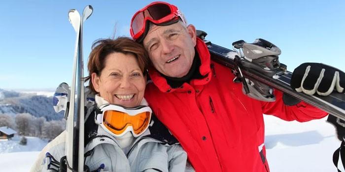 Люди на горнолыжном курорте