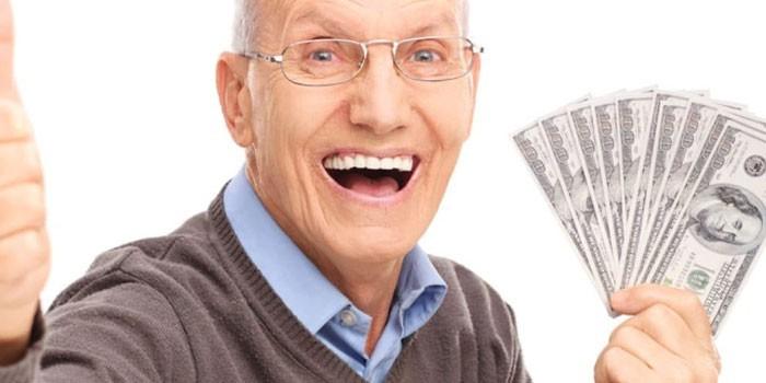 Мужчина с деньгами в руке