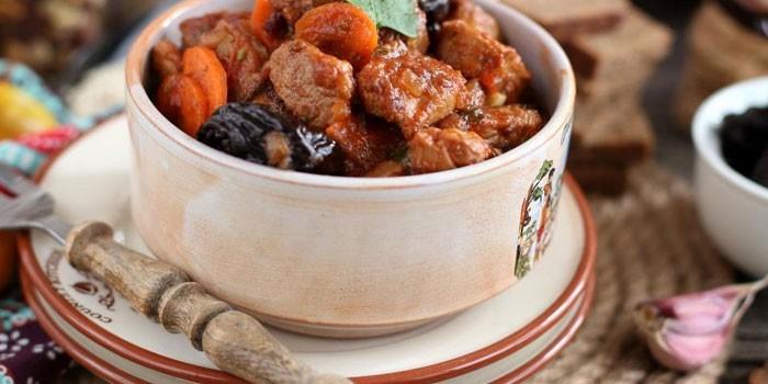 Тушеное мясо в томатном соусе