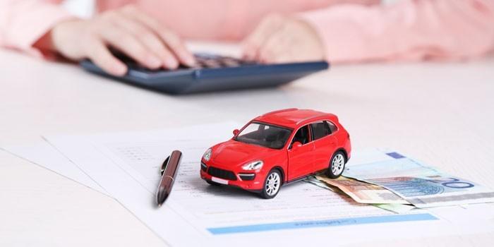 Машинка, деньги и калькулятор