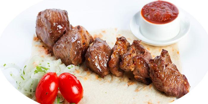 Готовое мясо с соусом