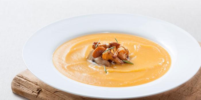 Крем-суп в тарелке