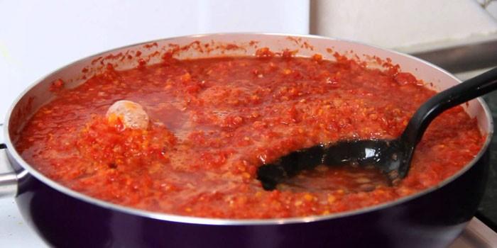 Аджика из помидор, болгарского перца и чеснока