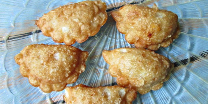 Сырные мини-чебуреки
