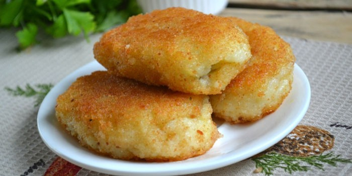 Жареные картофельные котлеты в панировочных сухарях