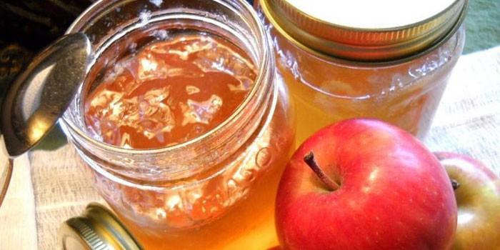 Банки с яблочно-абрикосовым джемом