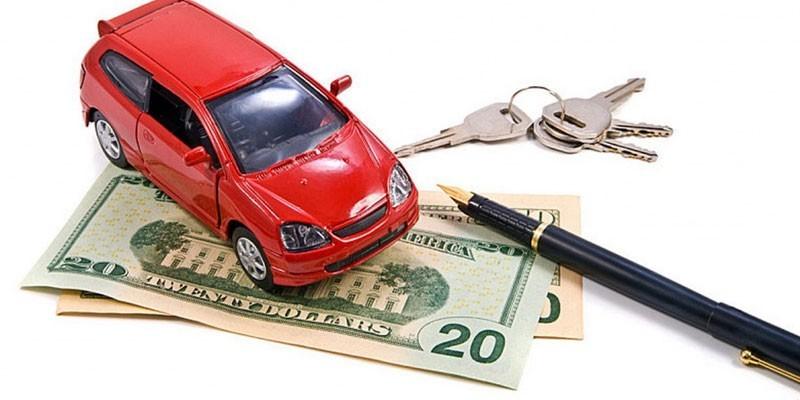 Машинка, денежные купюры, ключи и ручка