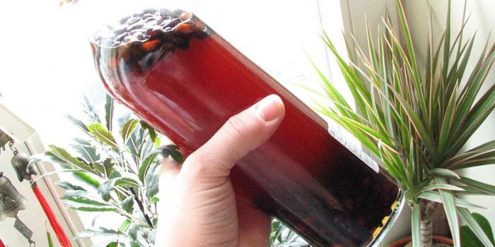 Черносмородиновый напиток в бутылке