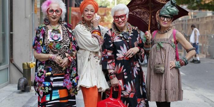 Пожилые женщины одетые в стиле бохо