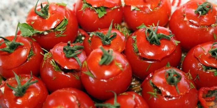 Соленые помидоры с зеленью по-армянски