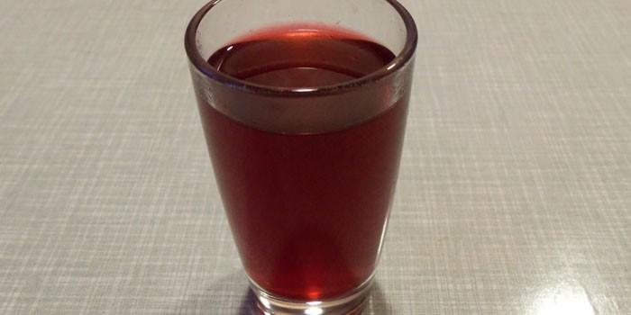 Рюмка с красным напитком