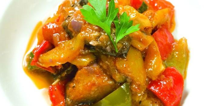 Приготовленное в духовке овощное соте
