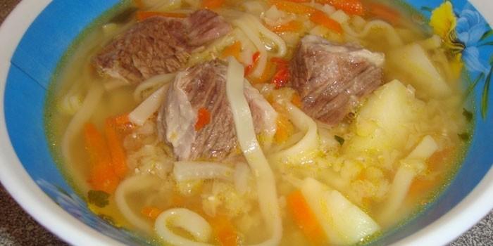 как сварить суп с тушенкой вермишелью и картошкой