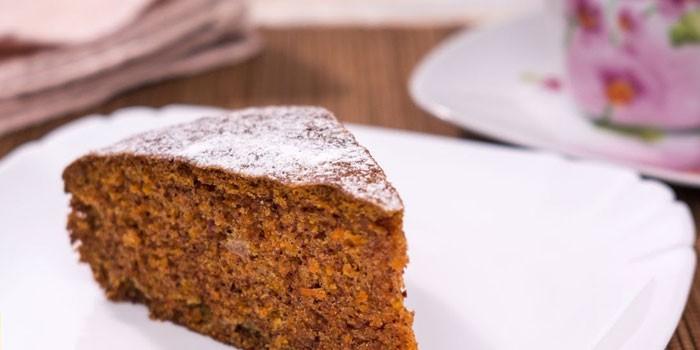 Кусочек морковного диетического пирога