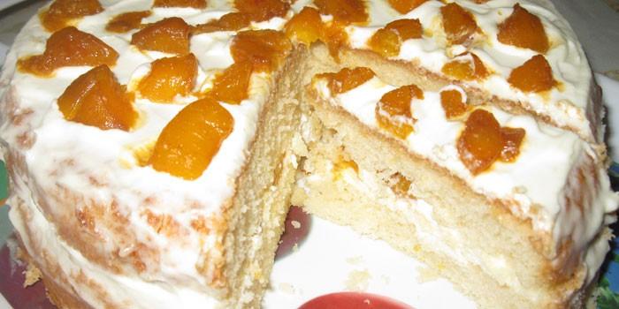 Пирог с персиками и сметанным кремом