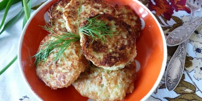 Готовые кабачковые оладьи сыром и манкой