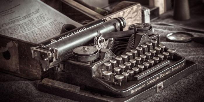 Старинная механическая печатная машинка