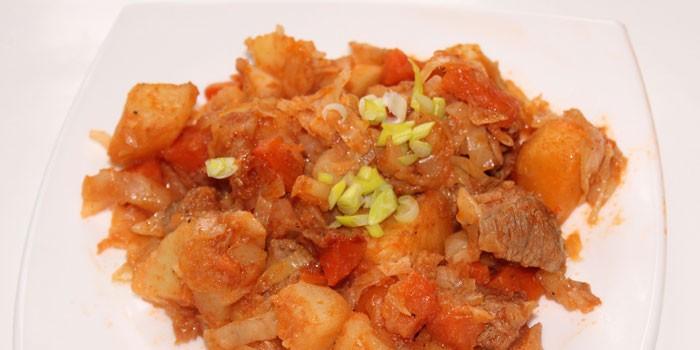 Рагу из капусты с картофелем и куриным мясом