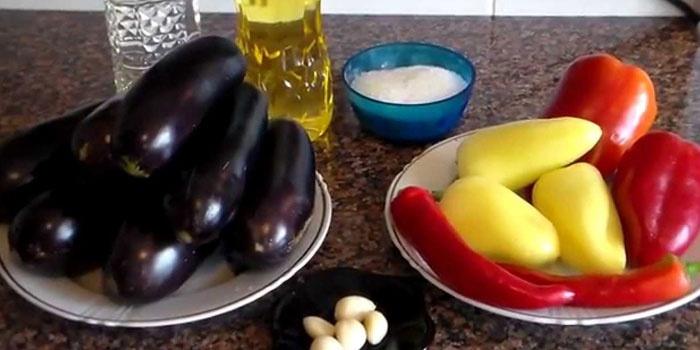Ингредиенты для салата на зиму с баклажанами