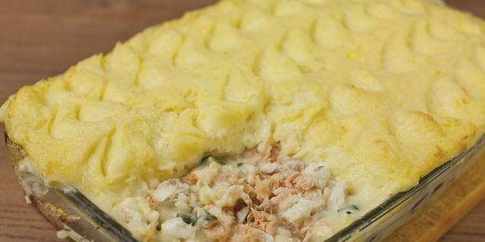 Из картофельного пюре с рыбой