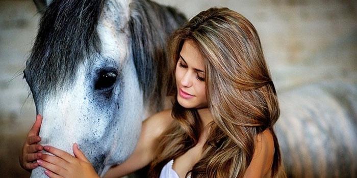 Фото девушки с лошадью