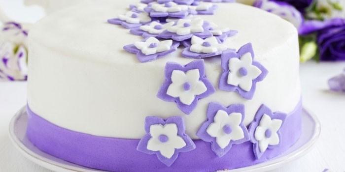 Декорированный мастикой торт