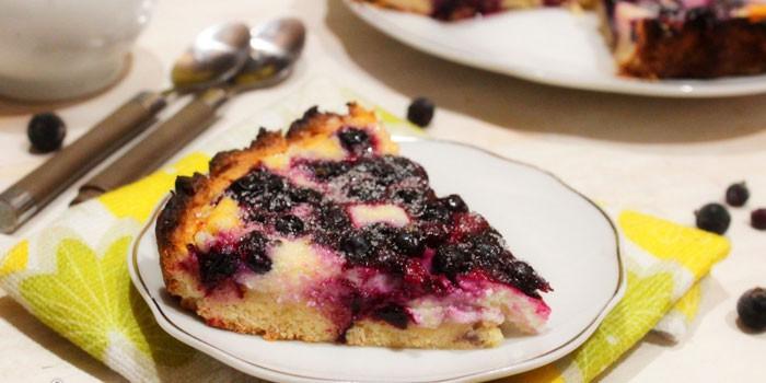 Кусочек пирога с творожной начинкой