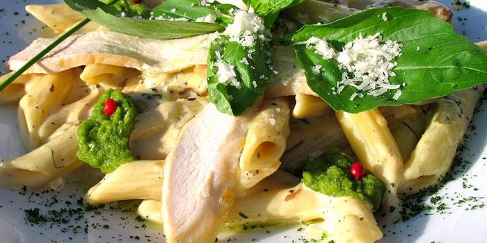 Вкусное простое блюдо макароны с куриными ножками - видео рецепт