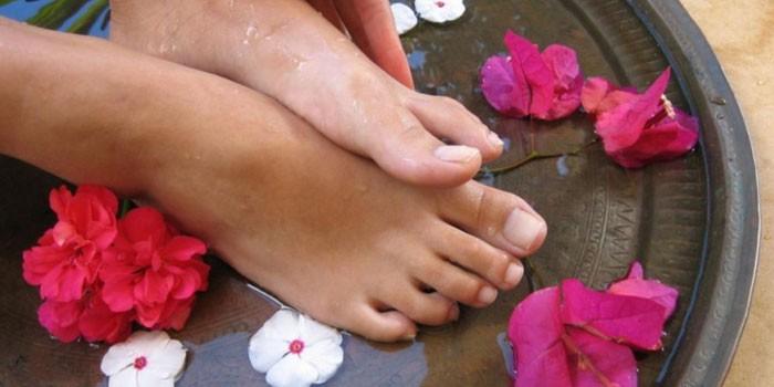 Синие пятна под ногтями на ногах 7