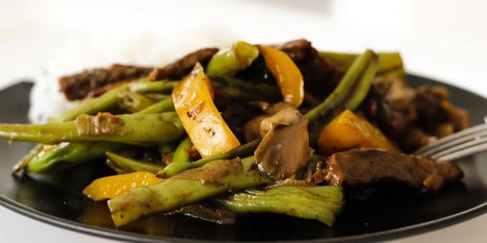 Диетическая говядина с овощами