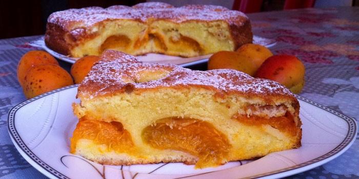 Кусочек абрикосового пирога