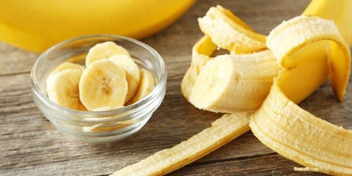 Банан, нарезанный кружочками