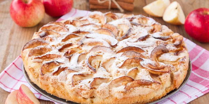 Шарлотка на сметане - пошаговые рецепты для выпечки пышного десерта в домашних условиях с фото