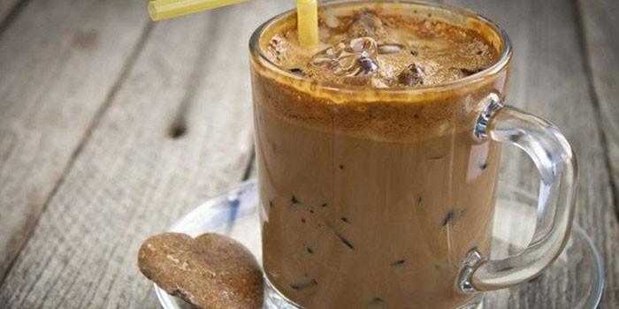 Кофе гляссе с шоколадным мороженым