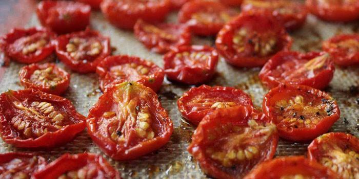 Готовые вяленые томаты
