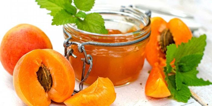 Персиковое варенье с миндалем и корицей