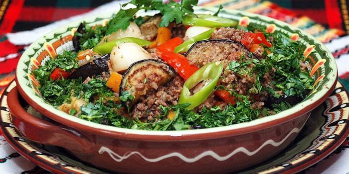Рагу с мясом, баклажанами и зеленью