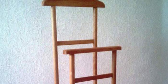 Деревянная вешалка напольная