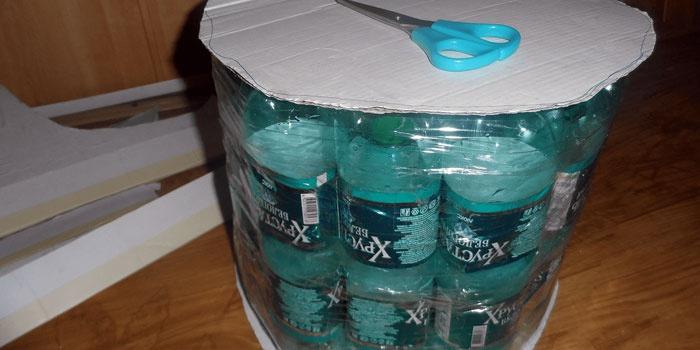 Основа из пластиковых бутылок для пуфика
