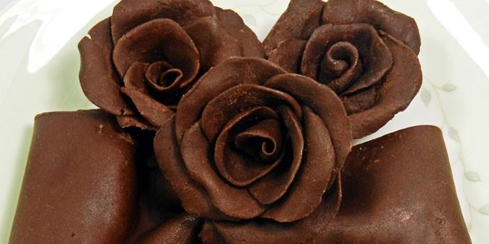 Шоколадные цветы и бант