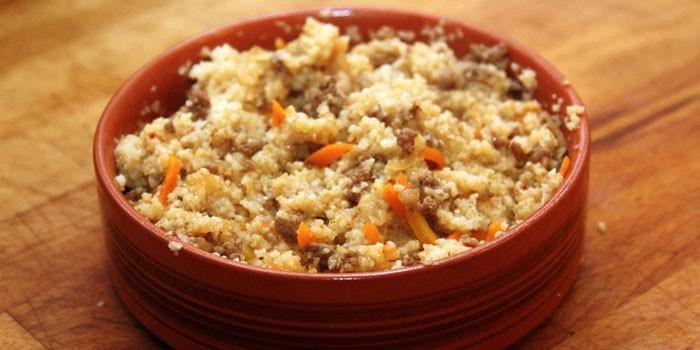 Рассыпчатая пшенная каша с мясом и морковью