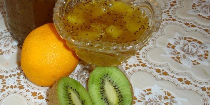 Готовое варенье из киви и лимона