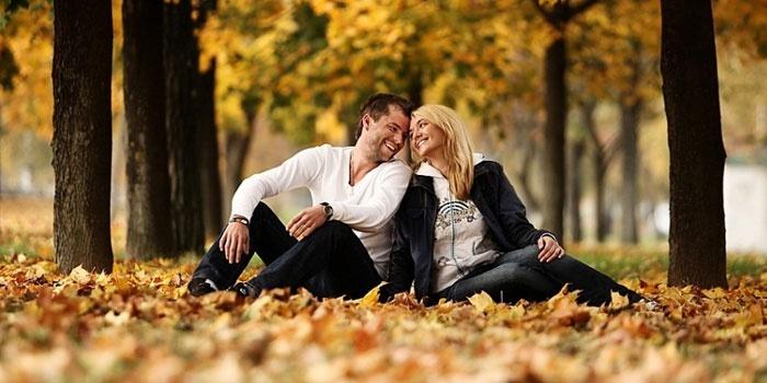 Осенняя фотосессия для влюбленной пары