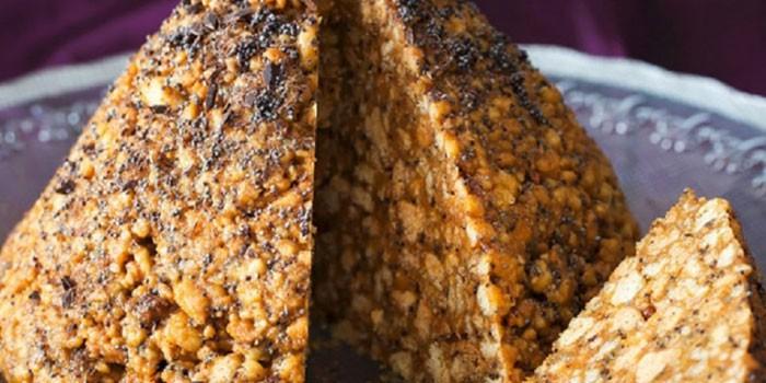 Готовый торт Муравейник на блюде