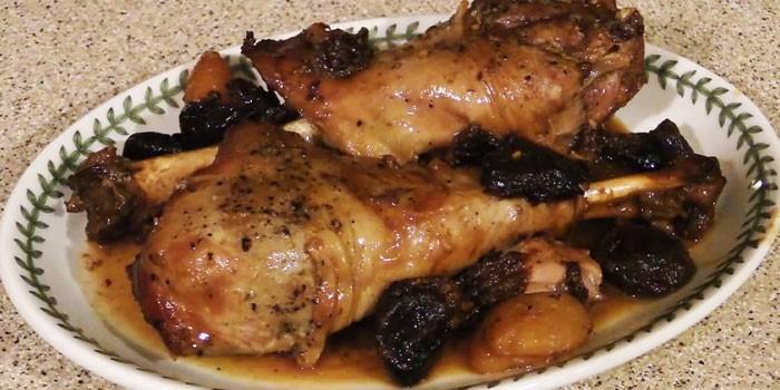 Голени птицы на тарелке