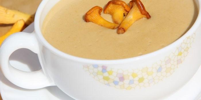 Грибной крем-суп со сливками с лисичками